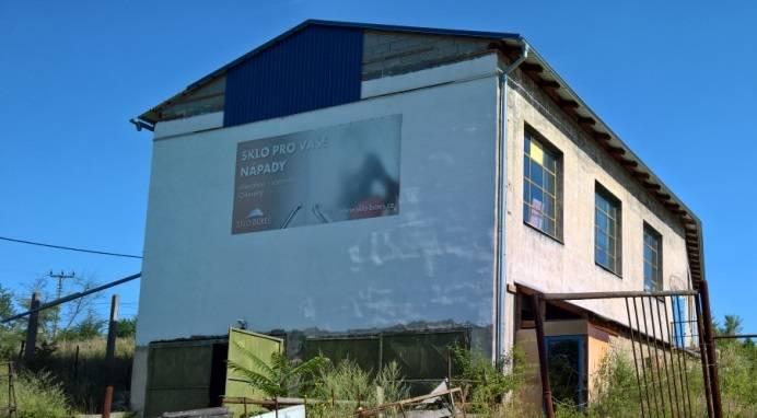 Prodej průmyslového objektu - haly, pozemky CP 5229 m2, k.ú. Oslavany, okr. Brno - venkov